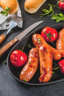 Saucisses et légumes grillés