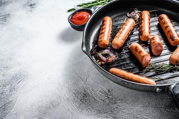 Saucisses de porc classiques grillées aux épices
