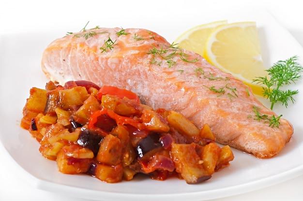 Saumon au four avec ratatouille de légumes