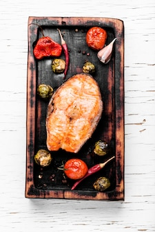 Saumon grillé aux légumes