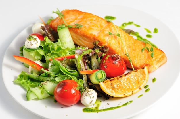 Saumon grillé et légumes