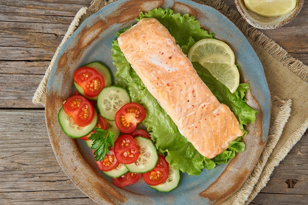 Saumon à la vapeur et les légumes, paléo, céto, régime fodmap.