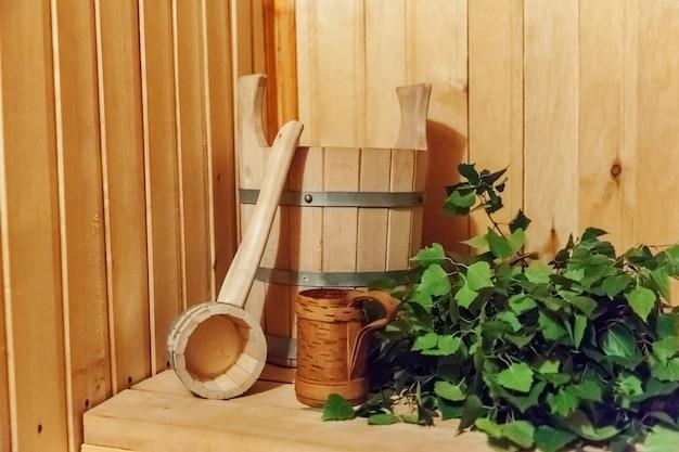 Sauna avec accessoires traditionnels