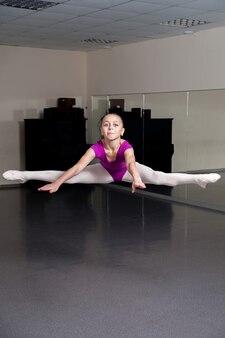 Saut. fille de ballet