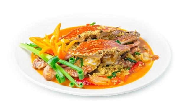 Sauté de crabe frit dans la sauce au curry en poudre et la fusion d'oeufs