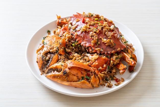 Sauté de crabe avec sel épicé et poivre