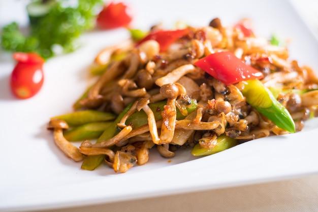 Sauté de poulet, poivrons et haricots verts