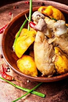 Sauter au poulet et aux coings