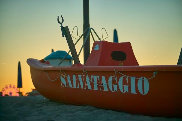Sauvetage de sauvetage utilisé dans un établissement balnéaire de rosolina mare en vénétie en italie.