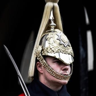 Sauveteur de la queens household cavalry en service à londres