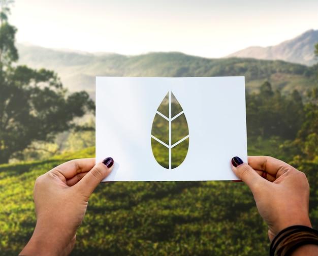 Save the world ecologie conservation de l'environnement feuille de papier perforée