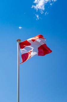 Savoie - savoie - drapeau sur un ciel bleu , la clusaz, france