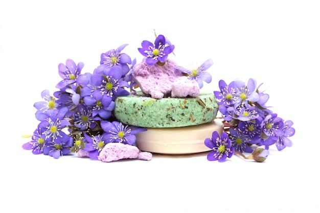 Savon aux herbes bio, shampoing et fleur sèche