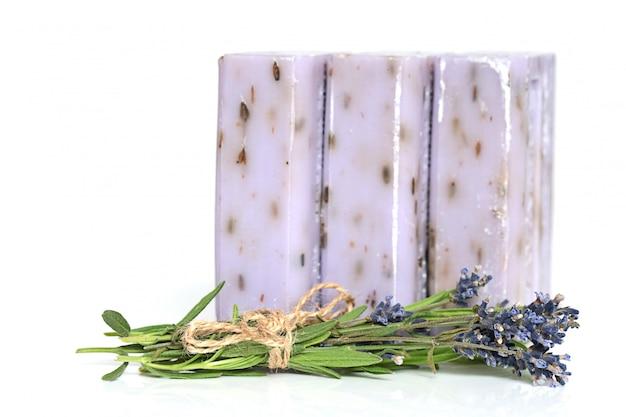 Savon à la lavande. set savon lilas avec extrait de lavande et lavande.