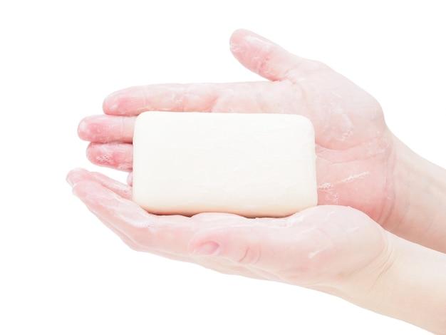 Savon Mains Tenant Une Barre De Savon, Gros Plan, Isoler Sur Fond Blanc. Photo Premium
