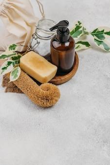 Savon maison et huile corporelle haute vue