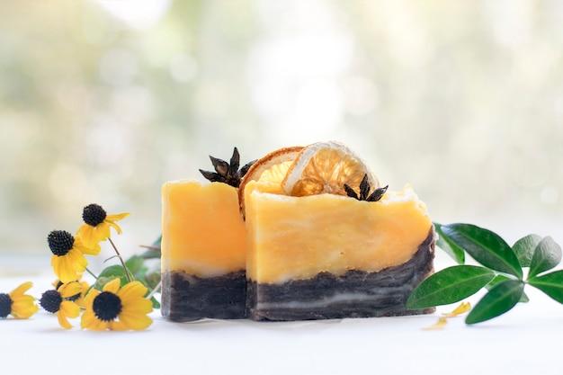Savon orange naturel à la vitamine c. soins de la peau et la santé.