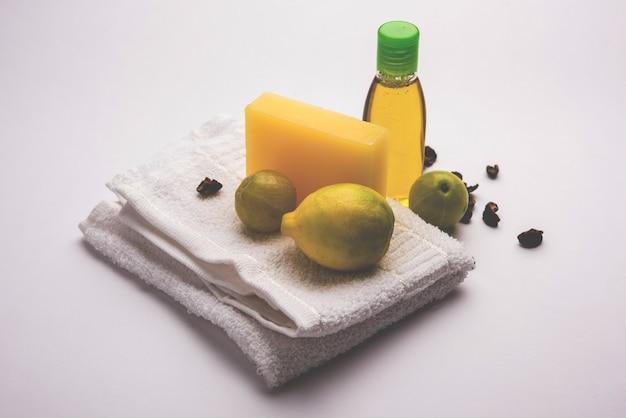 Savon et shampoing au citron faits à la main avec amla et reetha