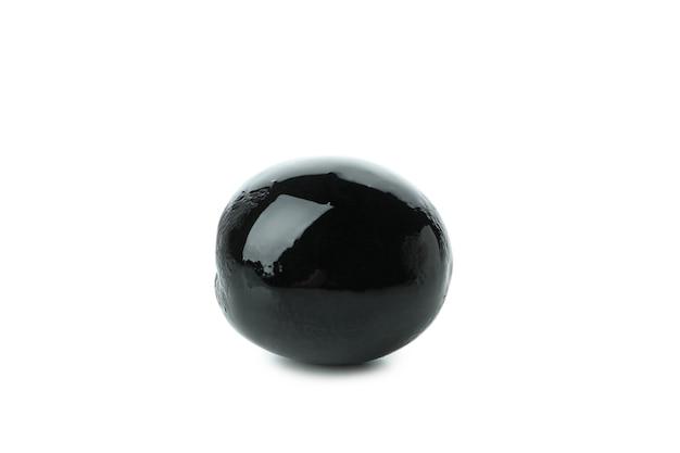Savoureuse olive noire isolé sur fond blanc isolé