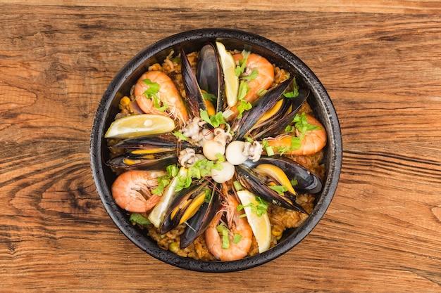 Savoureuse paella espagnole aux fruits de mer