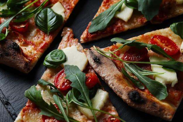 Savoureuse pizza traditionnelle maison, recette italienne