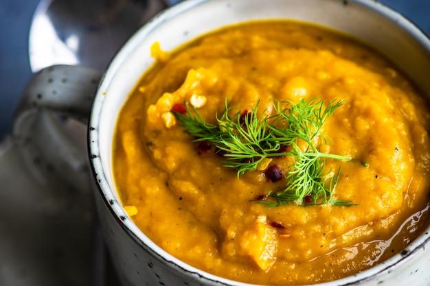 Savoureuse soupe à la citrouille