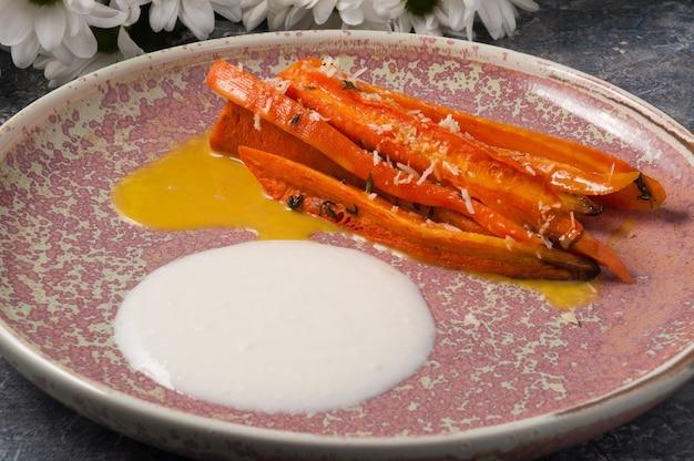 Savoureuses carottes au four avec sauce à la mangue
