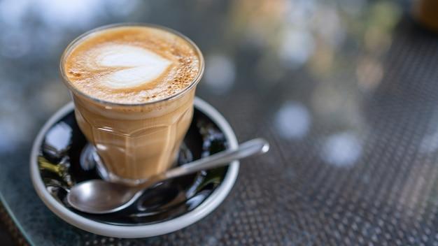 Savoureux café latte chaud