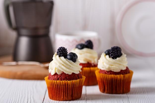 Savoureux cupcakes de velours rouge.