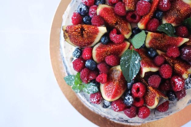 Savoureux gâteau aux fraises et aux figues