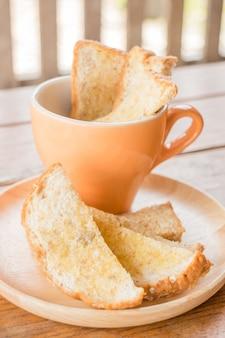 Savoureux pain multi-grains grillé au beurre