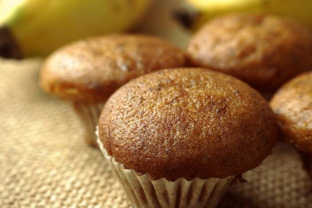 Savoureux petit gâteau à la banane, muffins à la banane, gros plan