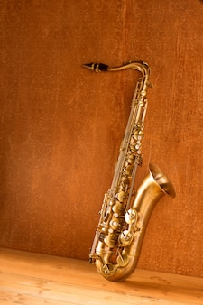 Sax saxophone ténor doré vintage rétro