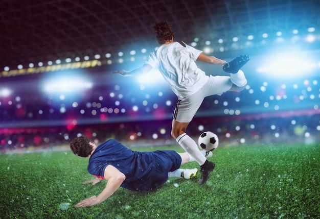 Scène d'action avec des joueurs de football en compétition au stade