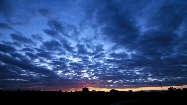 Scène de coucher de soleil crépuscule cloudscape
