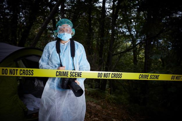 Scène de crime dans le bois
