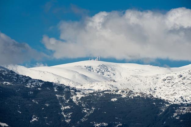 Scène d'hiver des montagnes navacerrada, madrid, espagne.