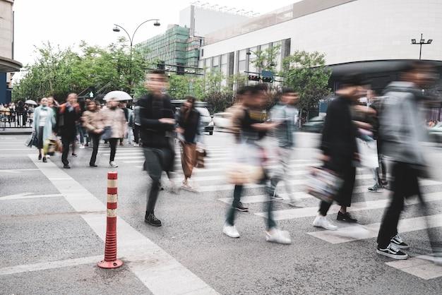 Scène piétonnière de la rue de la ville