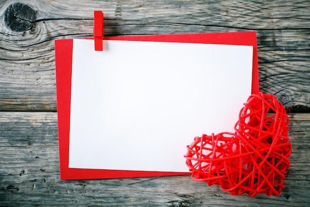 Scène de la saint-valentin avec des éléments d'amour