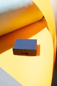 Scène de stock de style coloré, podium de produit pour un objet avec espace de copie