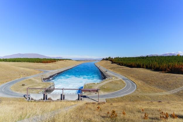 Le schéma hydroélectrique de waitaki situé du lac pukaki à waitaki à twizel, île du sud de la nouvelle-zélande