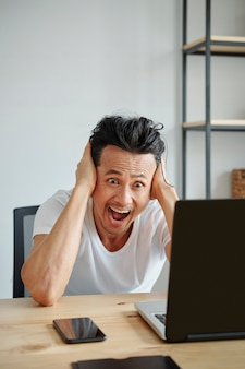 Schocked man reading e-mail