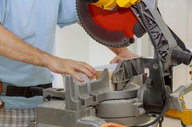 Scie circulaire coupant la lame rotative tranchante nouvelle machine d'équipement de menuiserie de plinthe