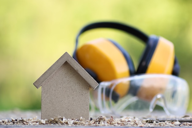 Scie de construction de modèle de maison