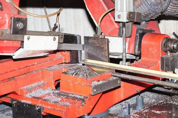 Scie à métaux barres métalliques