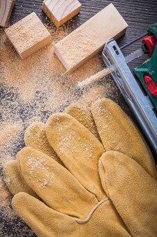Scie sauteuse électrique gants en cuir de sciure de bois et clous en bois