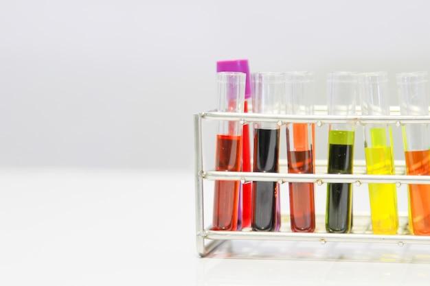 La science expérimentale, les tubes à essai, au développement médical.