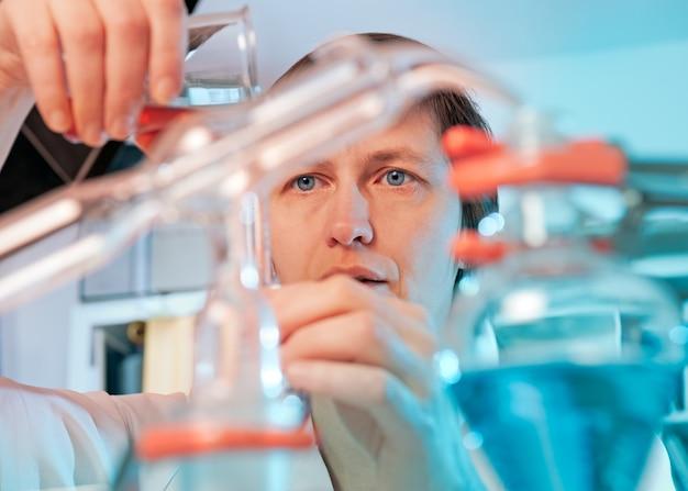 Scientifique en laboratoire de chimie