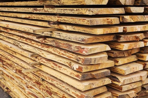 Scierie, transformation du bois, séchage du bois, récolte, planches, baulk, traitement hydrothermal du bois, transformation mécanique du bois