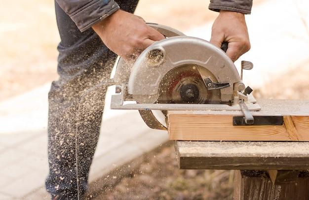 Scies circulaires détail en bois